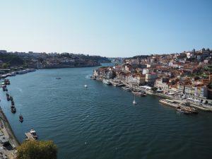 Widok narzekę Duero zmostu wPorto