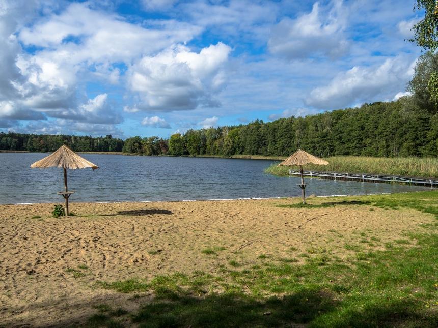 Plaża nadjeziorem Młyńskim wPrusimie