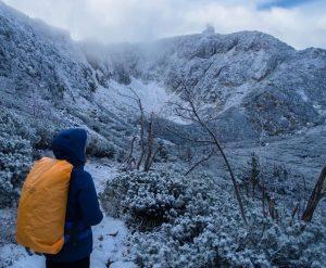 Zimowe Karkonosze - zwidokiem naŚnieżne Kotły
