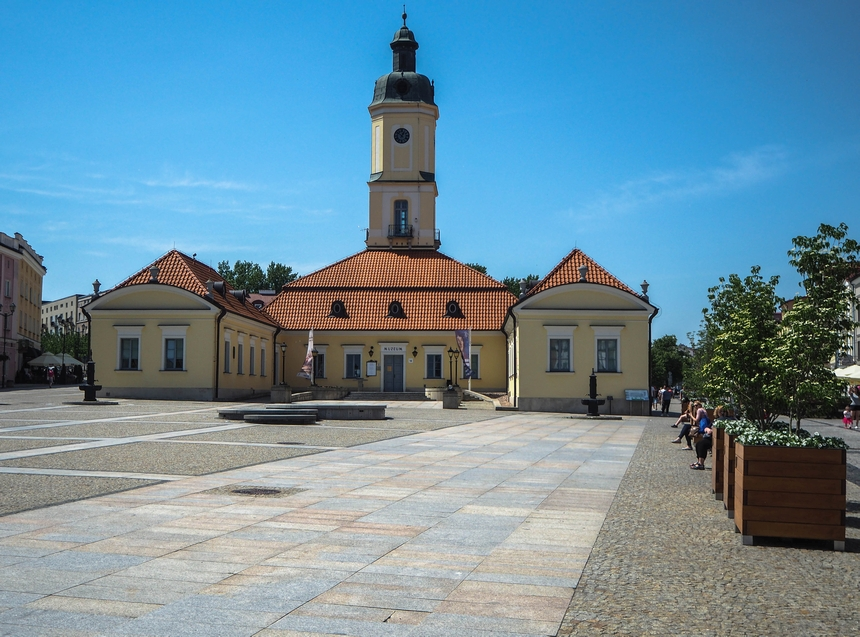 Rynek Kościuszki wBiałymstoku - od drugiej strony Ratusza