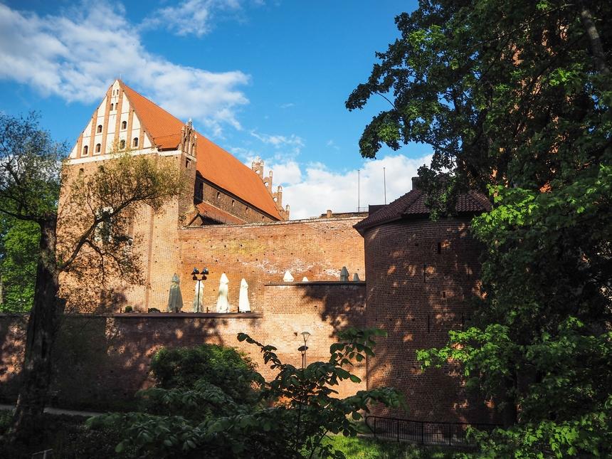 Zamek Kapituły Warmińskiej wOlsztynie - widok od strony mostu
