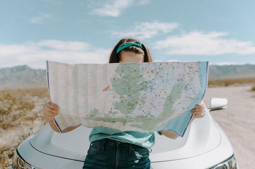 Akcesoria podróżnicze idealne na wiosnę 2021