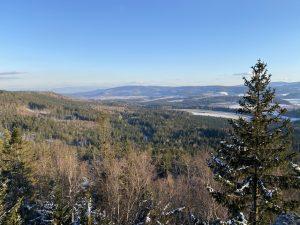 Malownicze zimowe widoki wGórach Stołowych