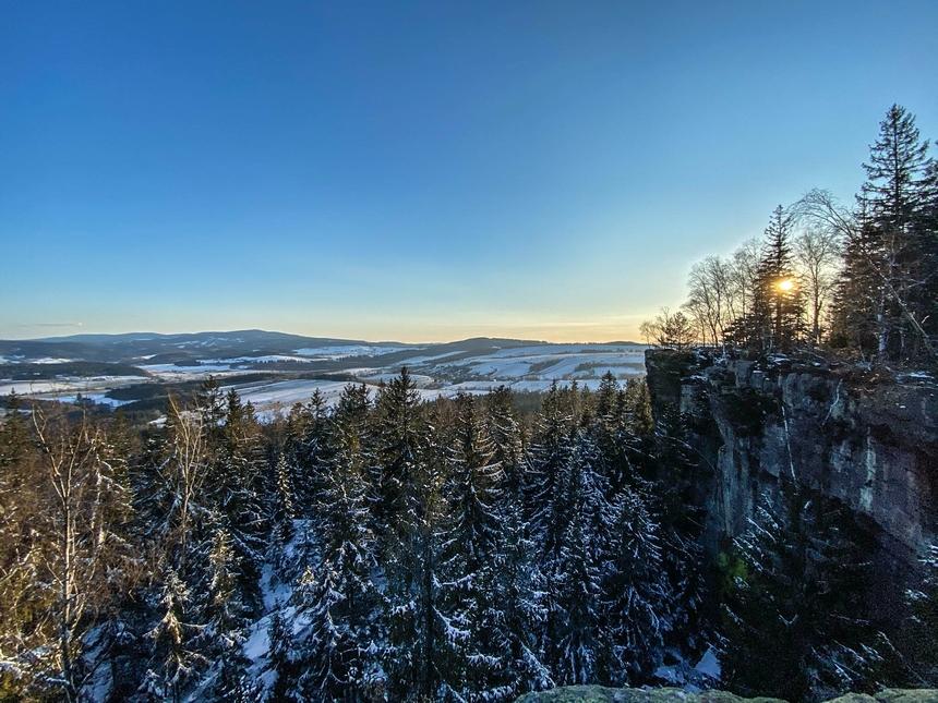 Panorama gór ze Skał Puchacza - Góry Stołowe