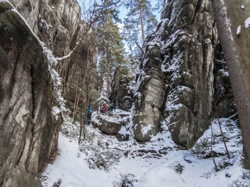 Szlak prowadzi przezBiałe Skały - Góry Stołowe