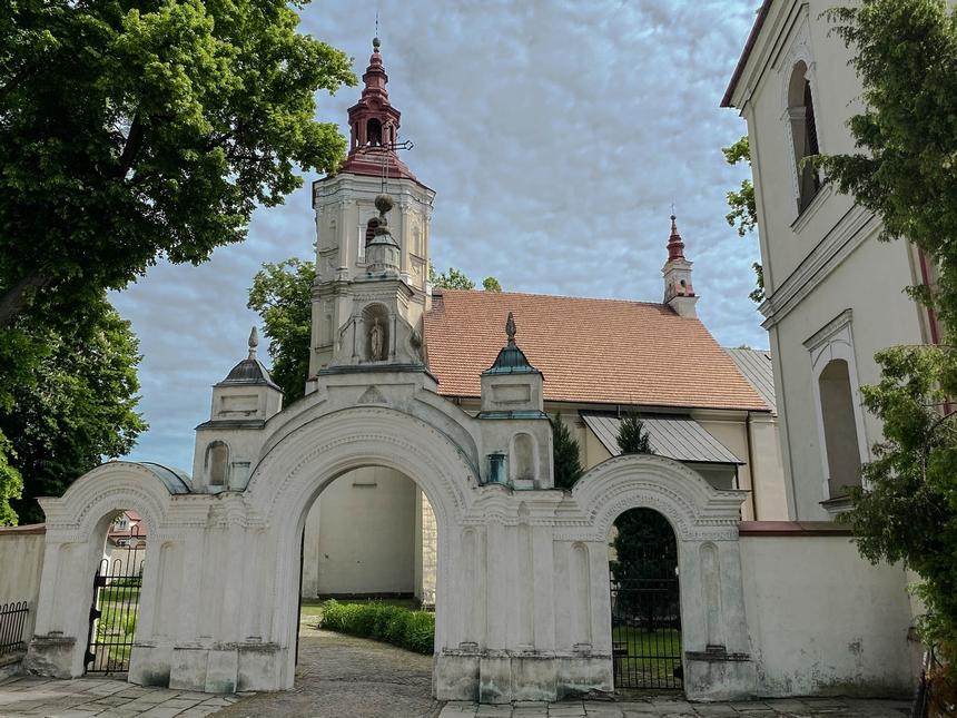 Brama ikościół św. Mikołaja wSzczebrzeszynie